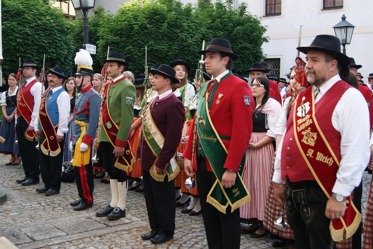 Die Stabführer der Musikappellen Christkindl, Dambach, Sierning, Laussa, Garsten, Behamberg und St. Ulrich