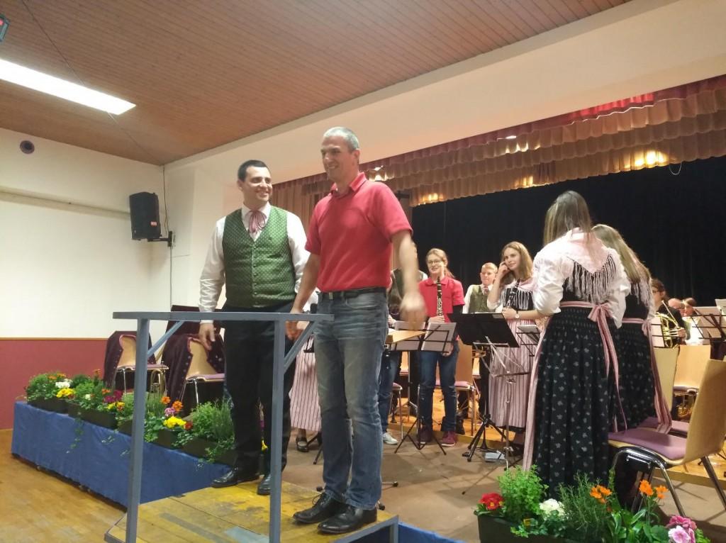 Jugendorchester mit Raphael Nöhammer (links im Bild) und Wolfgang Pramhas (rechts im Bild)